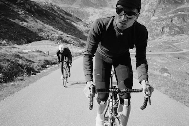 Ben Ingram utilise le noir pour mettre le cycle en couleurs