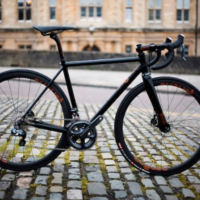 CYCLE EXIF X GRAVILLON #20 : L'ORANGE ET NOIR D'AUGUST BICYCLES