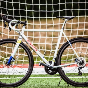CYCLE EXIF X GRAVILLON #56 : LE ANNO20 PROJECT DE HAMPSTEN CYCLES